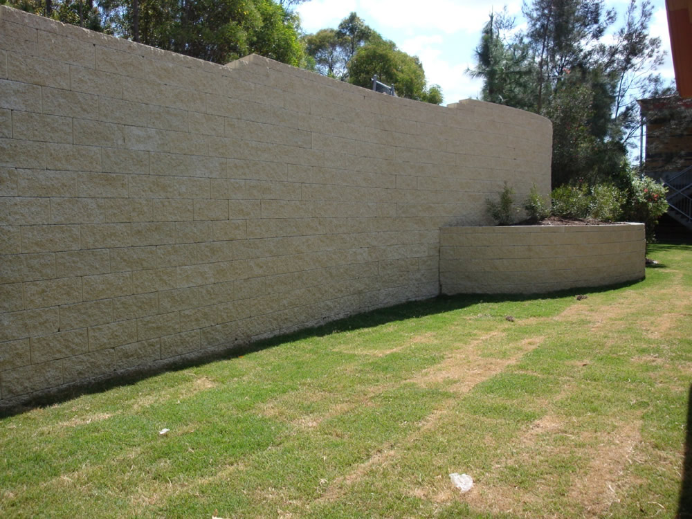 how to clean keystone retaining wall