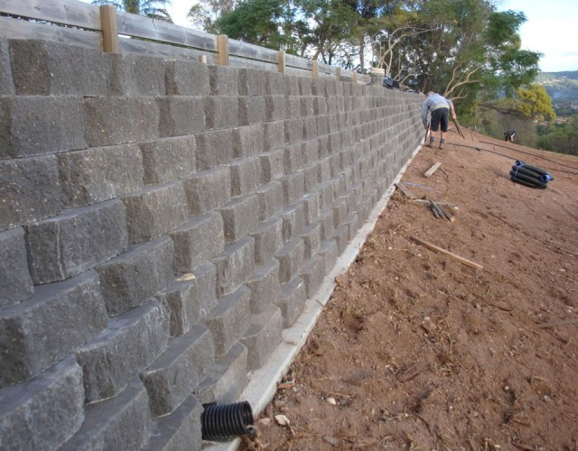 Australian retaining walls diamond concrete link block Cinder block retaining wall