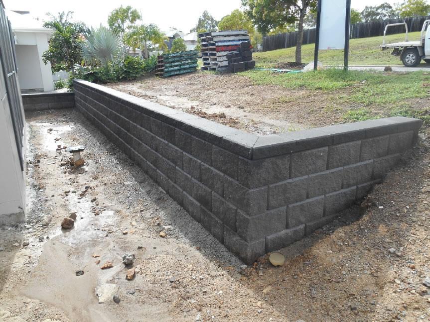 Cutting A Concrete Block Wall : Australian retaining walls coomera heron concrete blocks