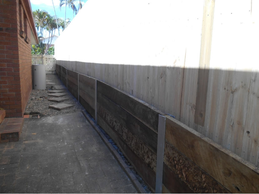 Australian Retaining Walls Hardwood Wall With Steel Posts