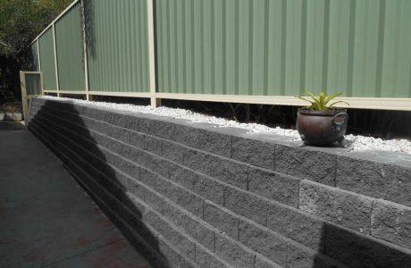 Flush Face Garden Wall Concrete Blocks - Labrador Gold Coast - Australian Retaining Walls 1